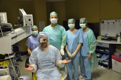 Zpěvák Jan Kalousek s týmem Oční kliniky NeoVize po operaci