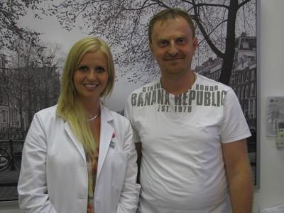 MUDr. Kristína Vodičková a MUDr. Petr Kolář - lékařka se svým pacientem