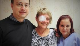 Malířka Alena Srstková podstoupila na oční klinice DuoVize operaci šedého zákalu