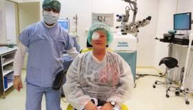"""""""Po odlepení náplasti z oka jsem začala vidět jako když září zářivka,"""" říká pacientka po operaci šedého zákalu"""
