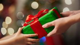DuoVize pomáhá nadělovat dárky chudým dětem