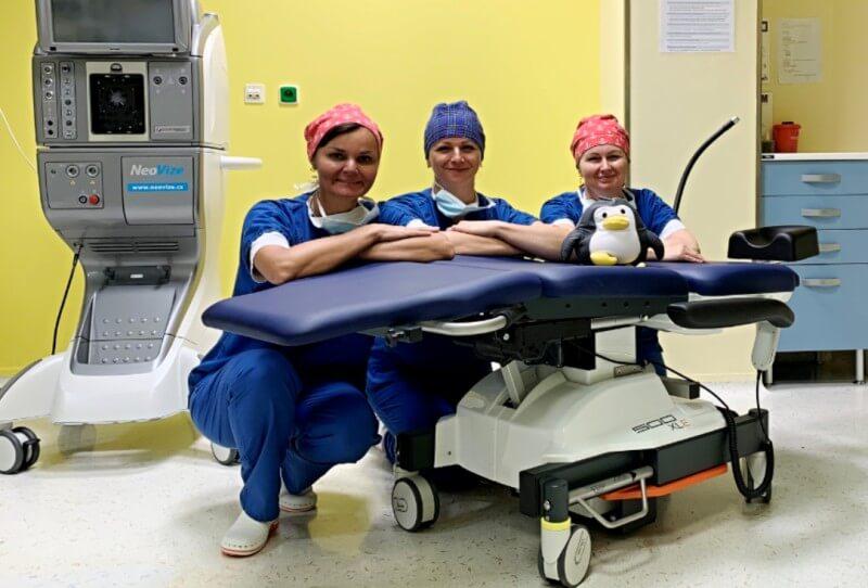 Nové křeslo na operačním sále
