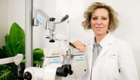 MUDr. Věra Kalandrová certifikovaným operatérem pro femtosekundový laser LenSx