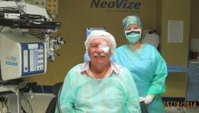 Pan Stanislav po operaci šedého zákalu: