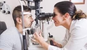 Rozkapání očí během předoperačního vyšetření je nezbytné